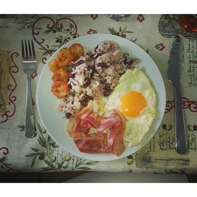 Costa Rican breakfast, desayuno de Costa Rica - tramite Instagram
